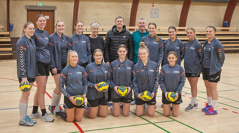 Håndboldlinjen på Fjerritslev Gymnasium med nye dragter
