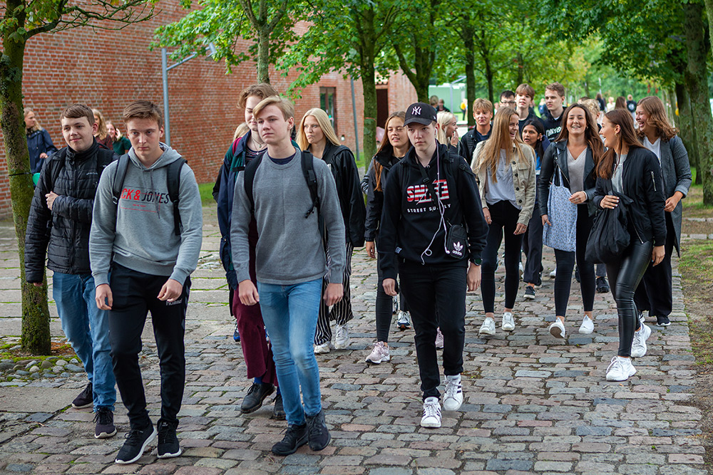 Elever på vej i skole