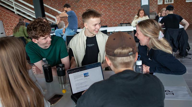 Elever arbejder med flerfagligt forløb
